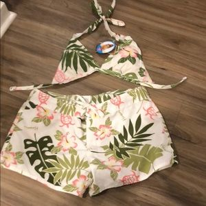 Hawaiian   Style shorts are a size 9. New with tag